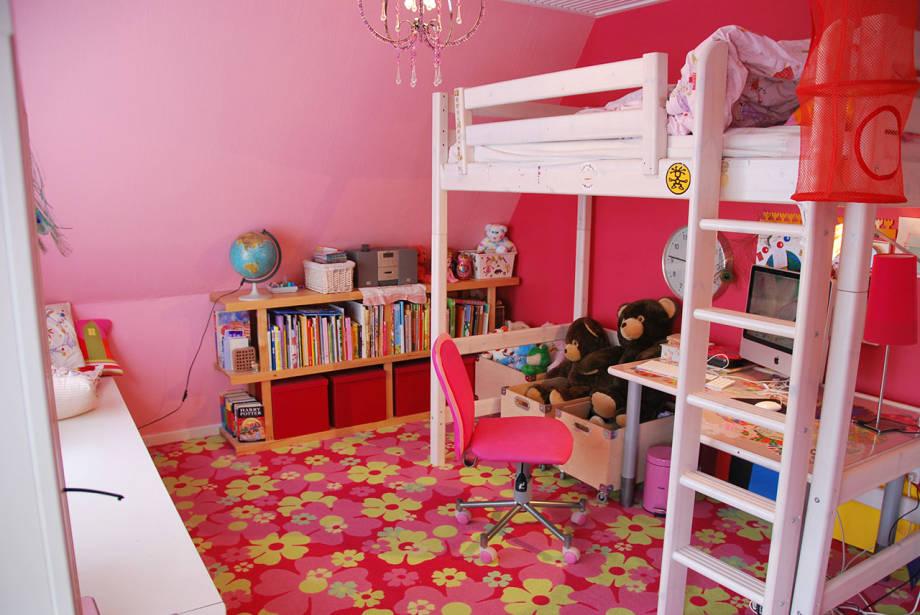 ถึงจะเป็นสาว แต่ก็รักการปีนป่าย ห้องนี้มีพื้นสวยงาม ลวดลายดอกไม้ มีเตียงชั้นบน ชั้นล่างเป็นมุมนั่งทำการบ้าน นั่งเล่น ออกแนวบู๊นิดๆ
